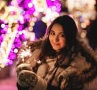 girl_holding_a_sparkler_2